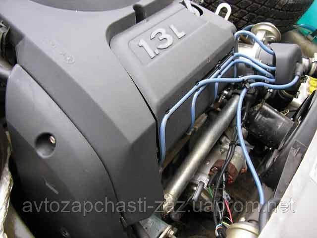 Облицовка двигателя Таврии от карбюраторного СЕНСа Т1301-1030015. 301-1030017 Кронштейн. 301-1030019 Фиксатор