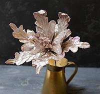 Цветок пуансетии бархатной кофейно-серый