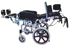 Конструкция коляски предполагает возможность изменения угла наклона спинки (reclining).