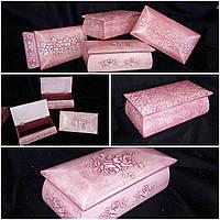 Розовая шкатулка под украшения, материал - бук, 19х9х14.5 см., 190/170 (цена за 1 шт. + 20 гр.)