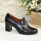 Кожаные женские туфли на невысоком каблуке, декорированы фурнитурой, фото 2