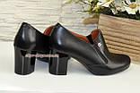Кожаные женские туфли на невысоком каблуке, декорированы фурнитурой, фото 3