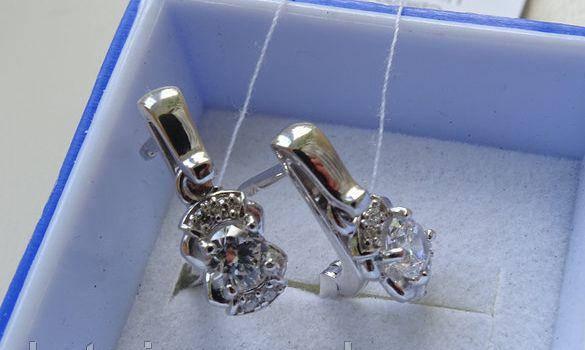 Классические серебряные серьги - подвески с цирконием