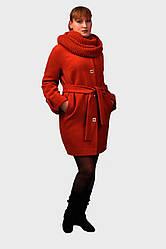 Демисезонное пальто и очаровательный вязаный красивой крупной вязкой шарф (восьмерку