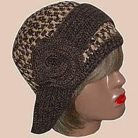 Женская вязаная шапка-трансформер с элементами кожи карамельно-коричневого цвета