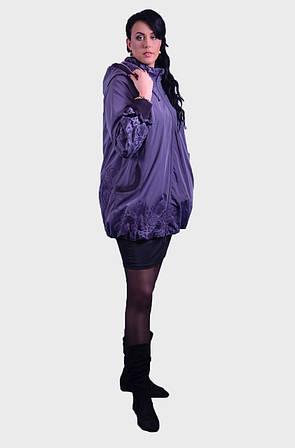 Очаровательная женская куртка , выполненная из принтованной ткани