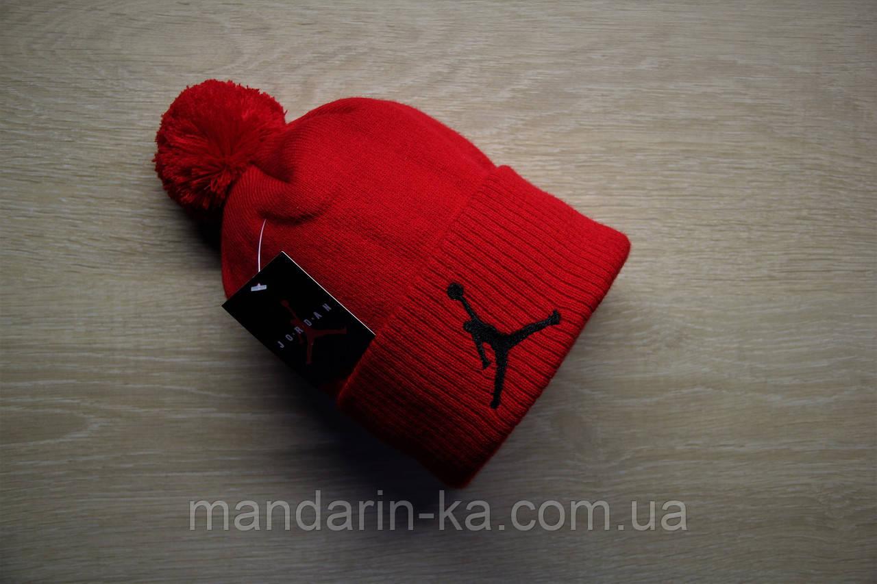 Шапка  мужская  красная  цвета в ассортименте