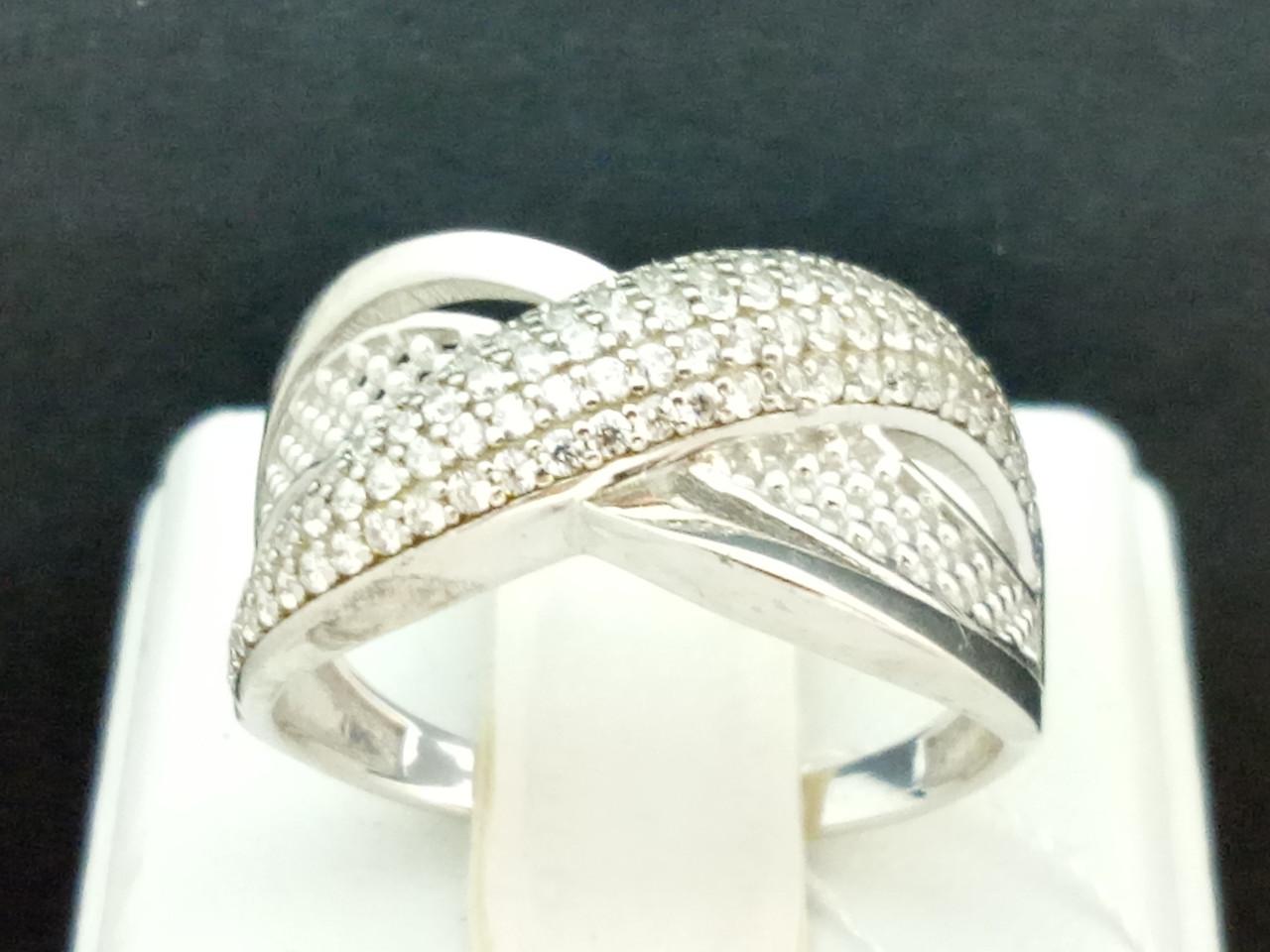 Серебряное кольцо с фианитами. Артикул КВ673С 17,5
