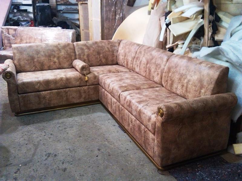 Перетяжка кожаного углового дивана. Перетяжка мягкой мебели.