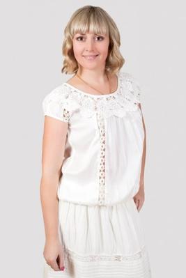 Блуза женская с ажурным украшением
