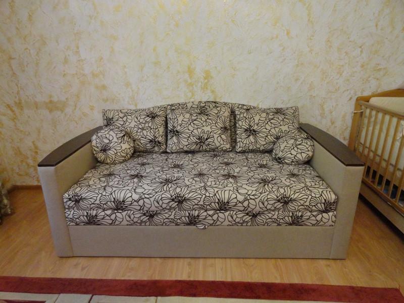 Перетяжка диванчика. Перетяжка мягкой мебели.