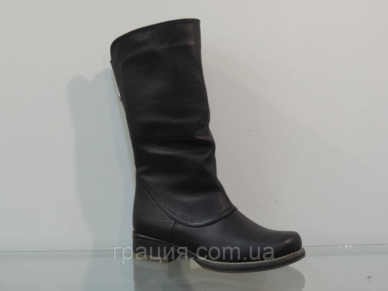 Зимние кожаные полусапожки с большей полнотой черные