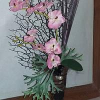 Композиция орхидея с кораллом
