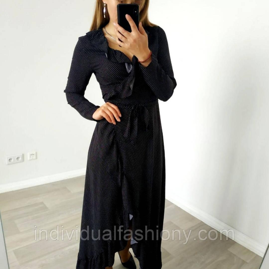 Платье с рюшами на запах черное в горох