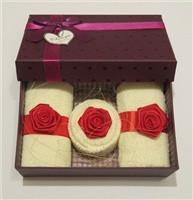 """Полотенце-пирожное """"Подарочный набор с розами"""""""