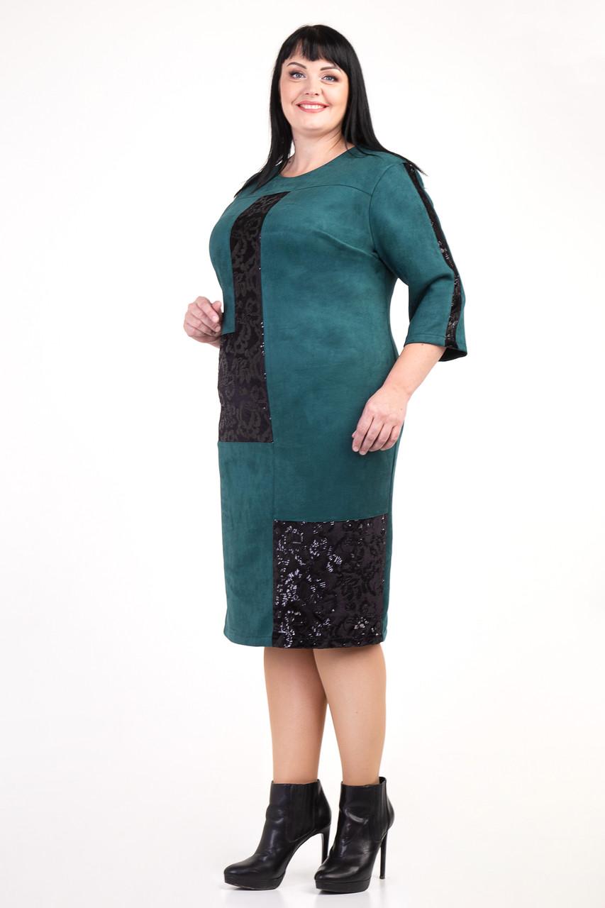 Демисезонное изумрудное батальное платье из замши с пайетками размеры 54,56