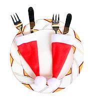Декор столовых приборов - шапка Деда мороза.