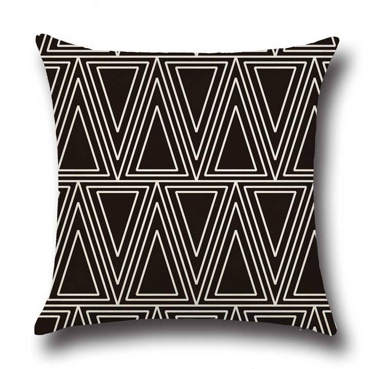 Подушка с принтом Треугольники