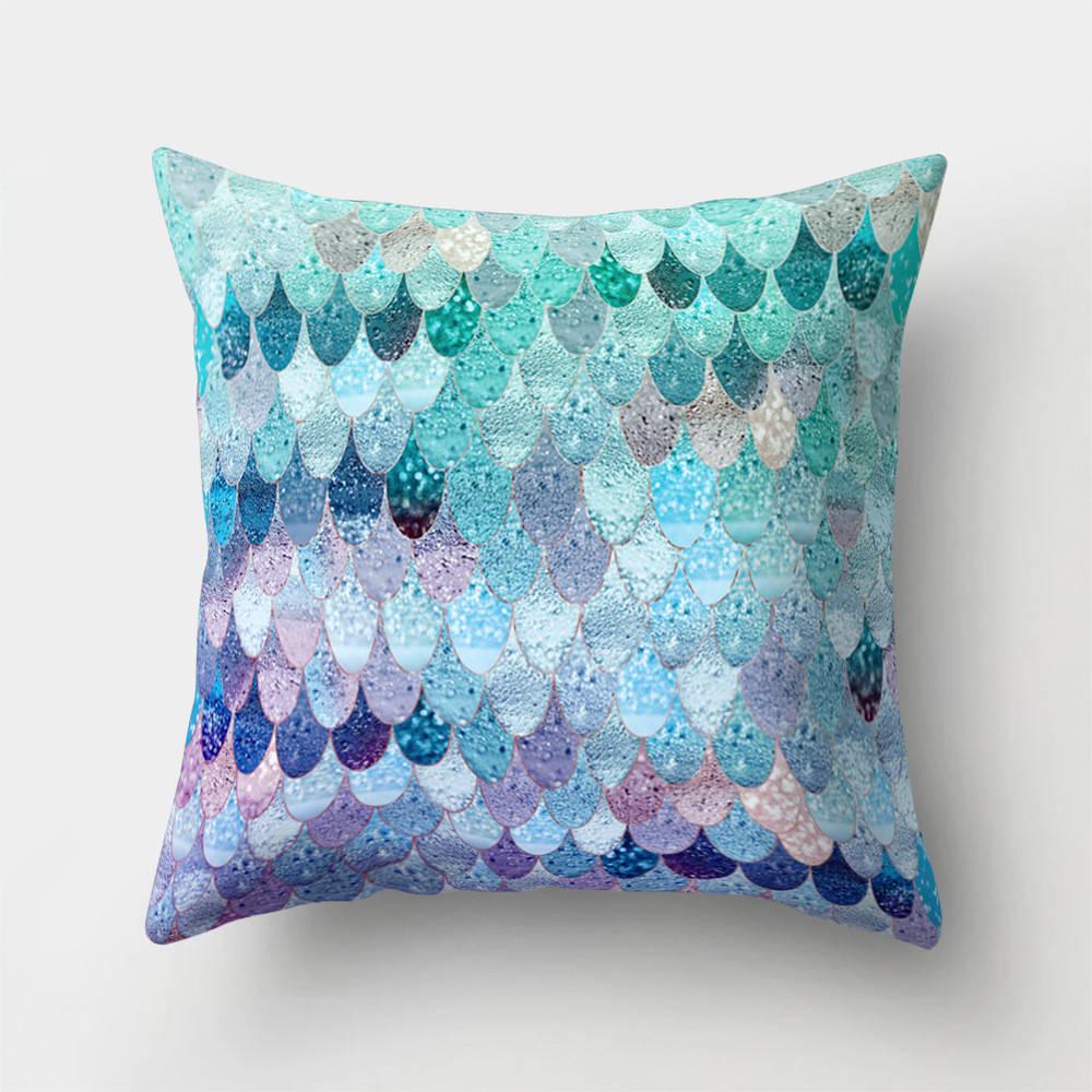 Подушка с принтом Фиолетовая чешуя
