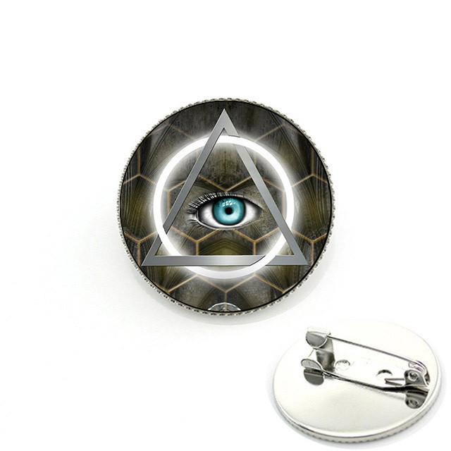 Значок масонов с ярко-голубым глазом