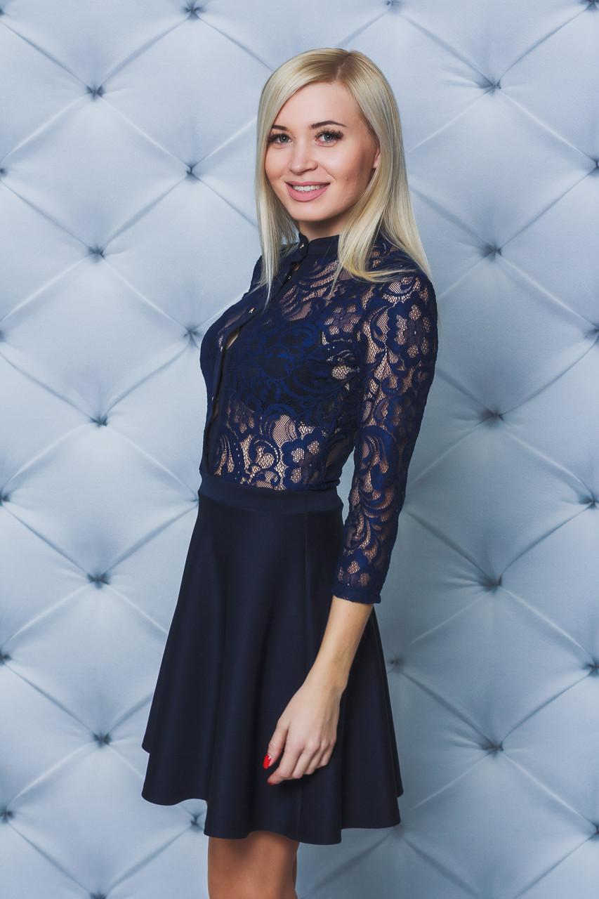 Платье короткое с кружевом темно-синее