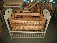 Кроватки - люльки плетенные из лозы.