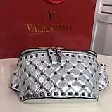 Сумка женская на пояс Валентино Garavani Free Rockstud Spike 20, 23 см, цвет серебристый, натуральная кожа, фото 4