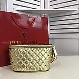 Сумка жіноча на пояс Валентино Garavani Free Rockstud Spike 20, 23 см, колір золотистий, натуральна шкіра, фото 3