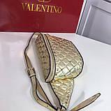 Сумка женская на пояс Валентино Garavani Free Rockstud Spike 20, 23 см, цвет золотистый, натуральная кожа, фото 10