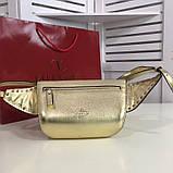 Сумка жіноча на пояс Валентино Garavani Free Rockstud Spike 20, 23 см, колір золотистий, натуральна шкіра, фото 9