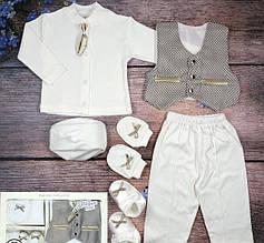 Крестильный набор для мальчика с штанишками и жилеткой