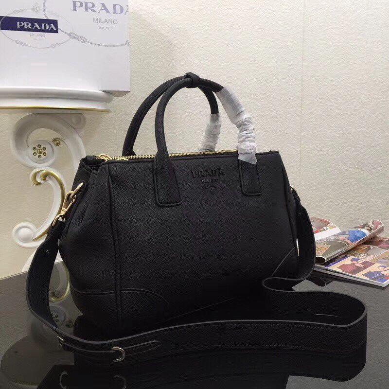 197f8cee29a3 Кожаная сумка Prada с ручками и съемным ремнем: продажа, цена в ...