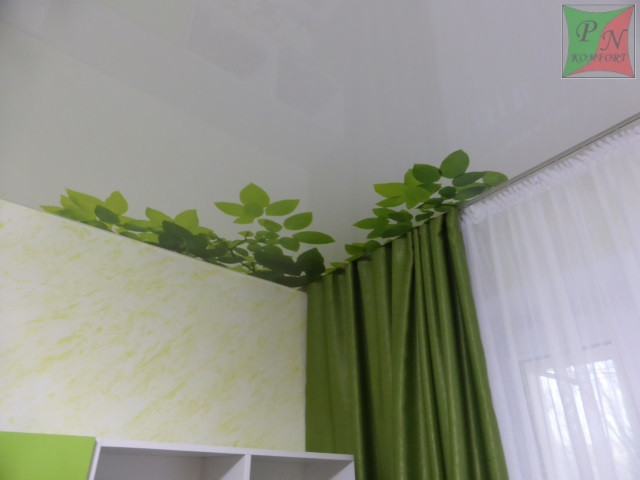 Натяжной потолок в детской с частичной фотопечатью