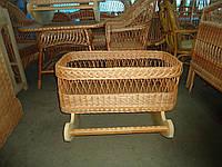 Колыбелька для новорожденного плетенная из лозы.