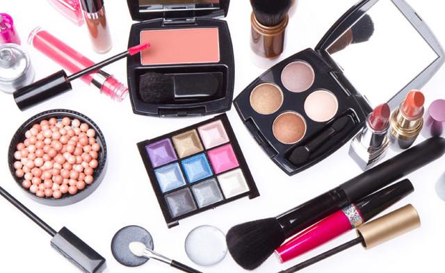 Декоративная косметика класса люкс купить в помпа для косметики купить
