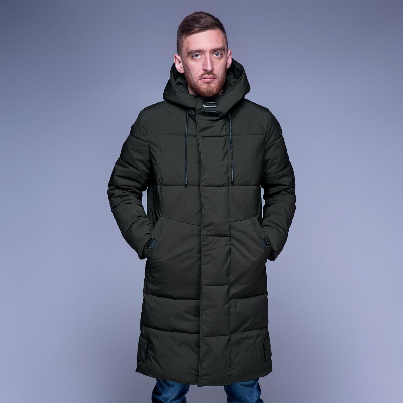 Чоловіча зимова куртка кольору хакі.