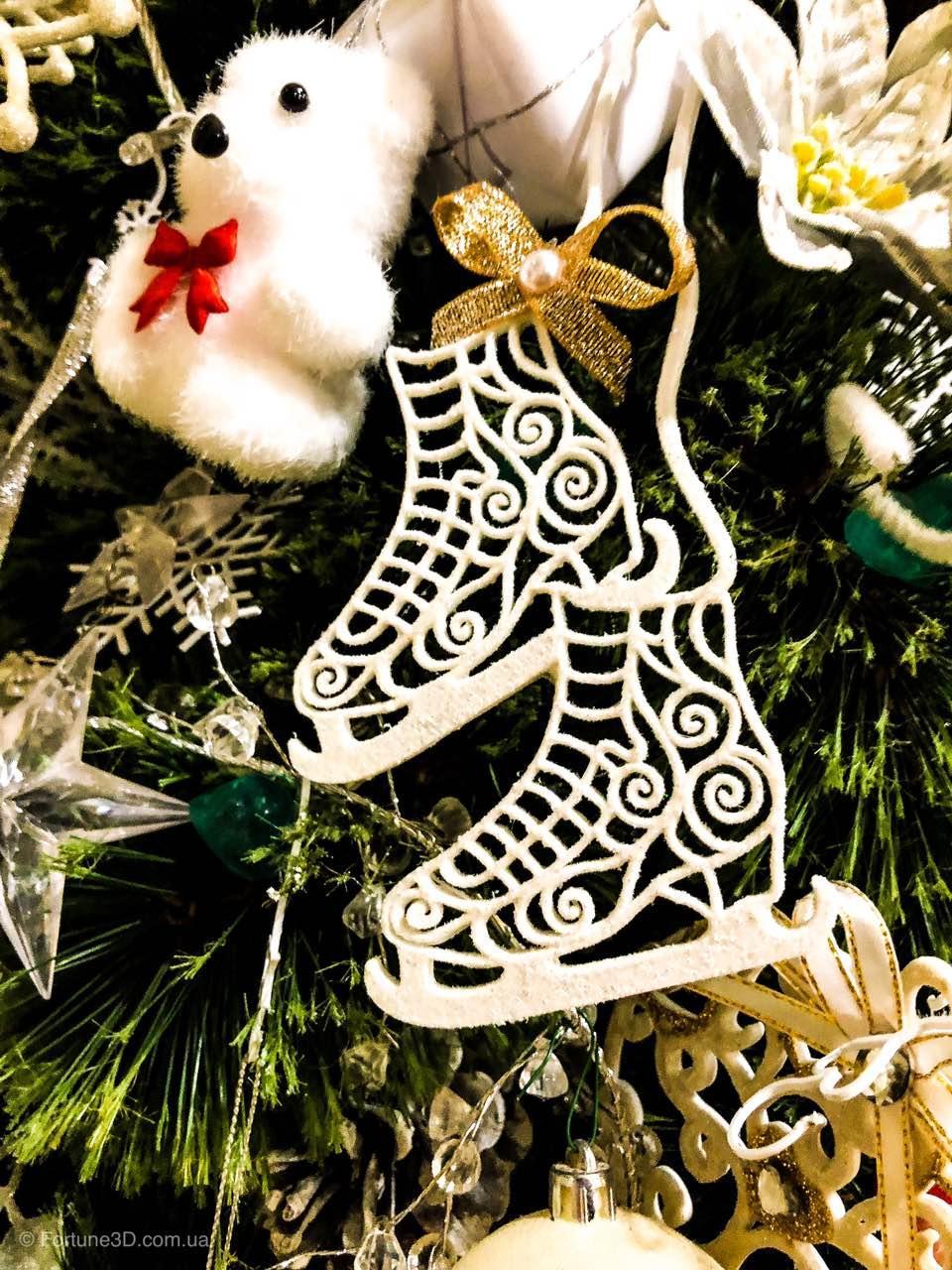 Коньки украшения на елку. Новогодние коньки из пластика