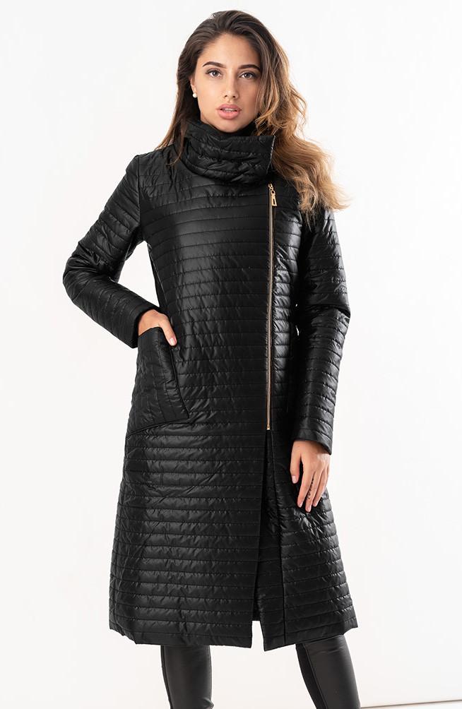 Женская удлиненная стеганая куртка черного цвета. Модель 19277. Размеры 42-46