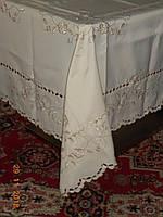 Праздничный  набор: вышитая скатерть и 12 салфеток цвета экрю