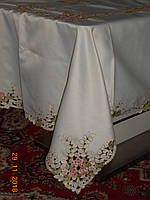 Богато вышитая шелковая скатерть для праздничного стола, фото 1