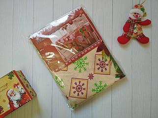 Новогодняя скатерть из ткани с рисунком снежинок бежевого цвета 150*220 р, скатерти оптом от производителя