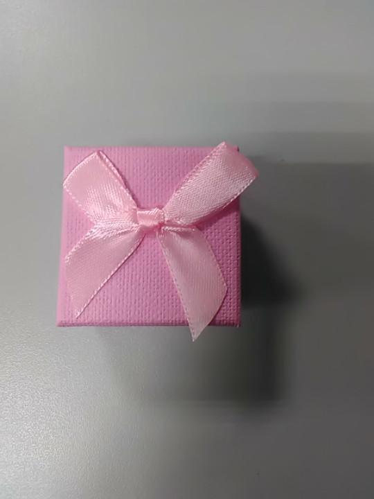 Коробочка для украшений квадратная розовая с бантом