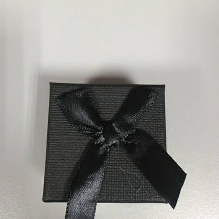 Коробочка для украшений квадратная черная с атласным бантом