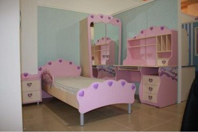 Двухдверный шкаф Pn-02-3 Pink+зеркала Pn-07-2 в интерьере