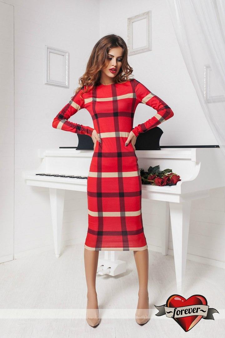 Красивое красное платье в клетку