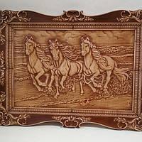 """Деревянная картина с художественной резьбой """"Тройка лошадей"""" 450*325*18 мм"""