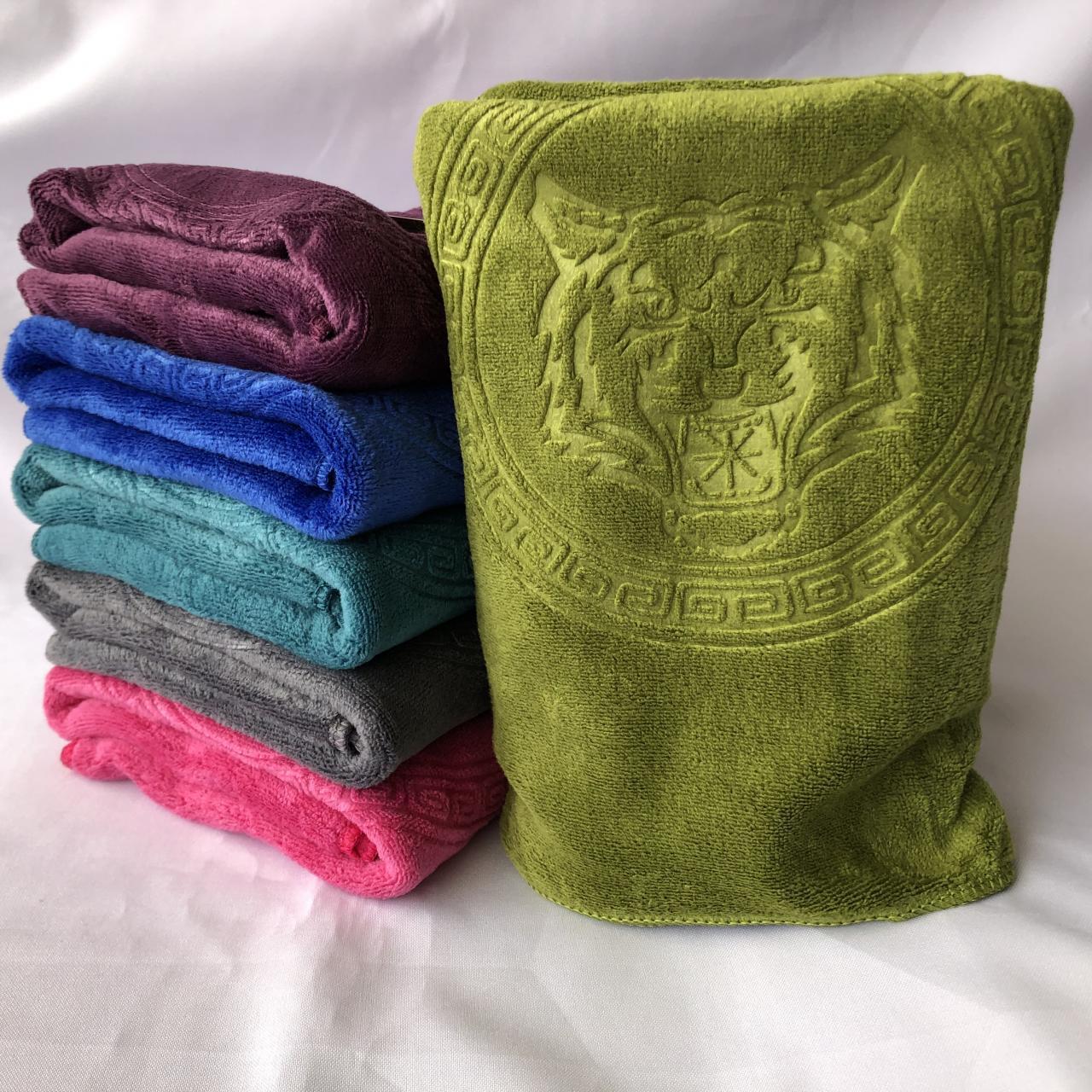 Красивый набор   полотенец     . Размер:1,0 x 0,5