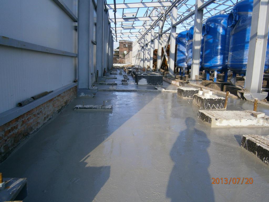 Затем армирование и приём бетона. Бетон принимался в течении одного дня. Подготовительные работы заняли примерно три дня.