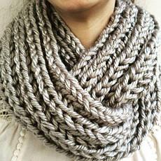 Вязаный снуд — модный зимний аксессуар