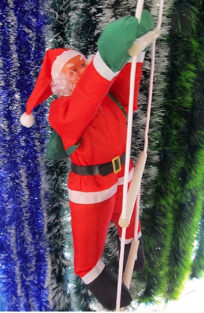 Новогодняя фигура Деда Мороза на лестнице 90 см